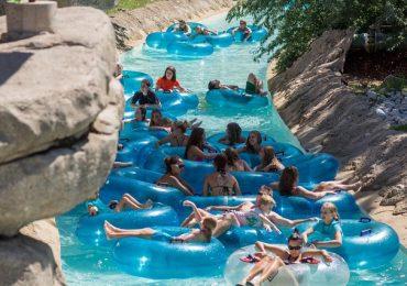 Giải trí cực thích tại công viên nước Water World ở Denver