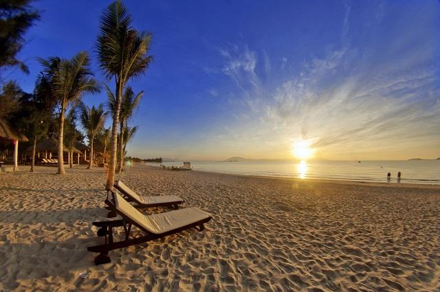 Những bãi biển xinh đẹp khó bỏ qua khi đi du lịch tết ở Nha Trang