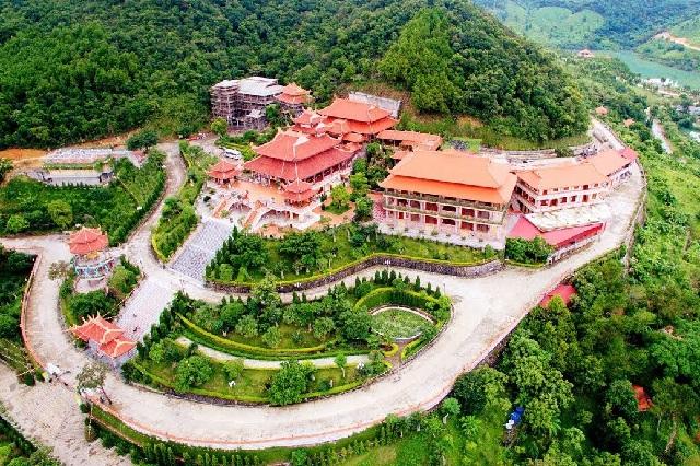 3 địa điểm tâm linh nổi tiếng nên ghé qua khi du lịch Tết Quảng Ninh