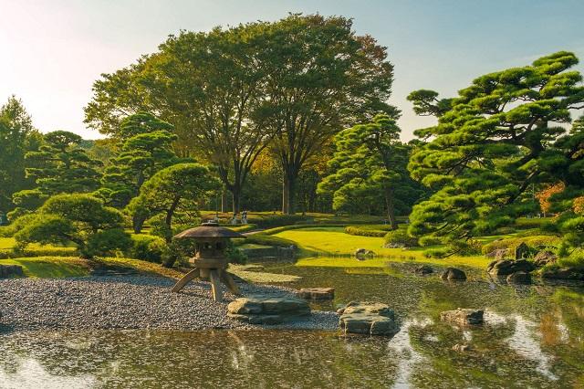 Khung cảnh tuyệt đẹp ở công viên vườn phía Đông cung điện Hoàng gia